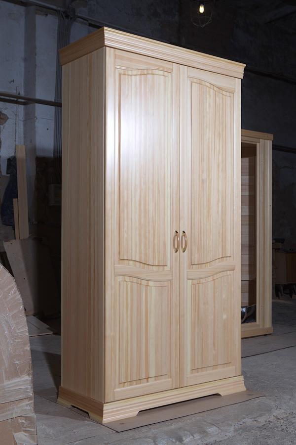 Платяной шкаф из массива