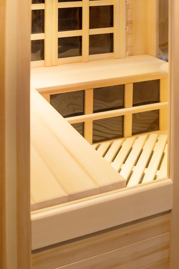 ИКС. Вид через правое фасадное стекло