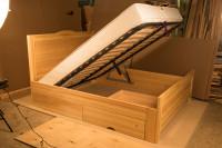 Двухспальная кровать с гидролифтом